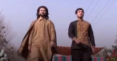 وسط الحرب.. عرض أزياء فى شارع أفغانى (فيديو)