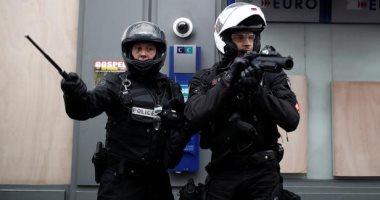 200 شرطى فرنسى ينددون بالحكم على زميلهم بالسجن لاستخدامه العنف ضد المظاهرين