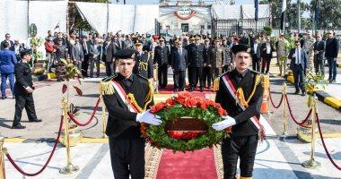 صور.. وضع إكليل الزهور على النصب التذكارى لشهداء الشرطة بالإسكندرية