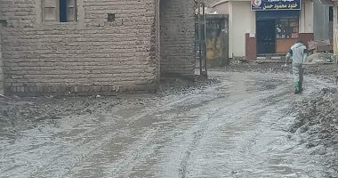 شكوى من غرق شوارع قرية أبو عليوه بمياه الصرف الصحى فى كفر الشيخ