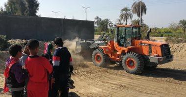 صور.. رئيس مدينة الطود: البدء في إنشاء ملعب خماسي للأطفال بمنطقة نجع مكى