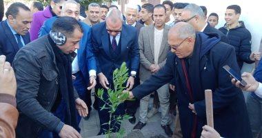 صور.. محافظ القليوبية يدشن مبادرة التحول إلى الأخضر لزراعة الأشجار المثمرة