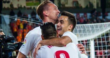 إشبيلية يرتقى لثالث الدوري الإسباني بثنائية فى غرناطة.. فيديو