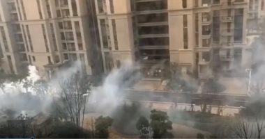 فيديو.. تعقيم الشوارع بالمطهرات للسيطرة على كورونا بالصين