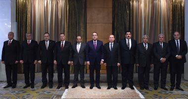 رئيس الوزراء يكرم المحافظين السابقين تقديرا لجهودهم فى خدمة الوطن