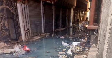 أهالى العزبة البيضاء بالقليوبية يشكون غرق الشوارع فى مياه الصرف الصحى