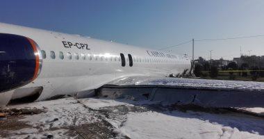إجلاء ركاب طائرة إيرانية انحرفت عن ممر الهبوط لطريق سريع بمطار ماهشهر