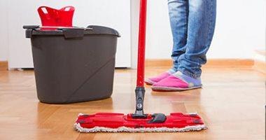 4 خطوات لتنظيف الأرضيات الخشبية بأمان والحصول على لمعان مثالى