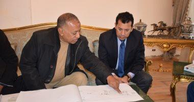 أشرف صبحى يتفقد الأعمال الإنشائية بمركز التنمية الرياضية
