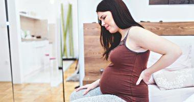 5 نصائح للتعامل مع ألم الظهر أثناء الحمل.. منها حزام داعم للبطن