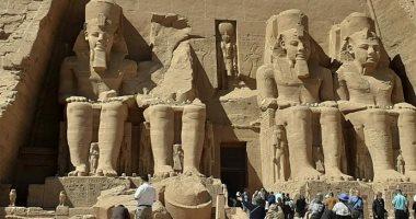 زيادة أعداد الزائرين لمعبد أبوسمبل خلال إجازة نصف العام