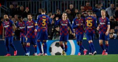 برشلونة يزين ملعبه بـ15 ألف قميص وصورة لمشجعيه فى مباراة أتلتيكو مدريد