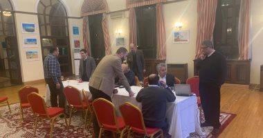 غرفة عمليات فى سفارة مصر ببكين لتقديم التسهيلات للمصريين العائدين من ووهان