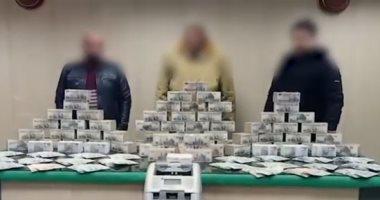 الداخلية تضبط 4 تجار عملة بحوزتهم 3 ملايين جنيه.. فيديو