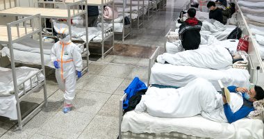 أب صينى يبنى حضّانة محمولة لحماية طفله الرضيع من فيروس كورونا