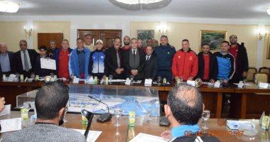 وزير التموين يكرم أعضاء اللجنة الرياضية بالوزارة ..صور