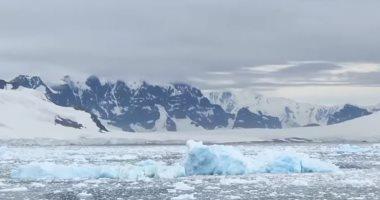 أكبر جبل جليدى فى العالم يقترب من مياه المحيط.. اعرف التفاصيل