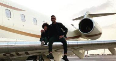 فيديو.. محمد رمضان ونجله وشقيقه فى طائرة خاصة