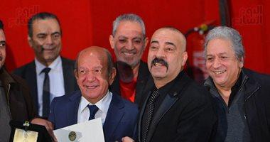 محمد سعد يداعب لطفى لبيب بعد تكريمه من جمعية الفيلم: مكنش عاوز يجوزنى نوسة