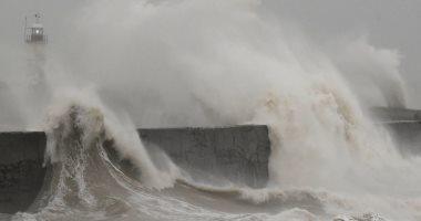صور.. العاصفة كيارا تجتاح بريطانيا وتتسبب فى إلغاء رحلات جوية ومباريات