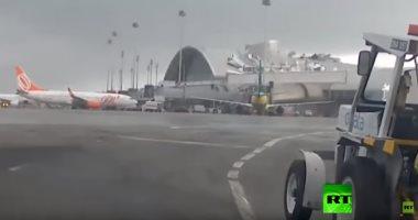 معملوش حسابها.. رياح عاتية تقتلع سقف مطار في البرازيل.. فيديو