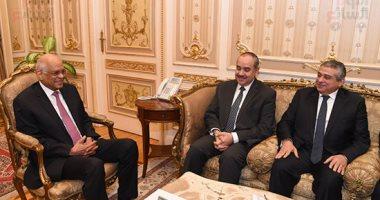 على عبد العال يستعرض مع وزير الطيران الإجراءات الاحترازية بالمطارات