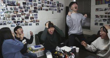 فرحة عارمة بكوريا بعد فوز Parasite بالأوسكار.. ومذيع يعتذر عن الصراخ
