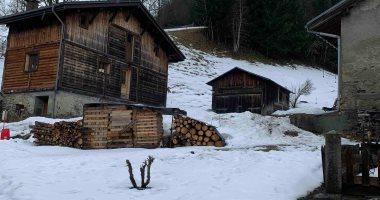 فيروس كورونا يصل جبال الألب الفرنسية من داخل كوخ ريفى.. صور