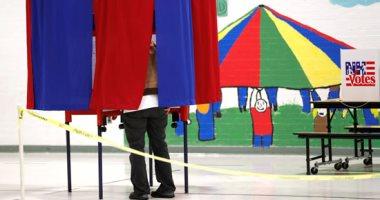 الناخبون الأمريكيون بولاية نيو هامبشر يصوتون فى انتخابات الحزب الديمقراطى