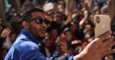 """محمد رمضان يحتفى بجمهوره أثناء تصويره مسلسل البرنس: """"ربنا يديم المحبة"""""""