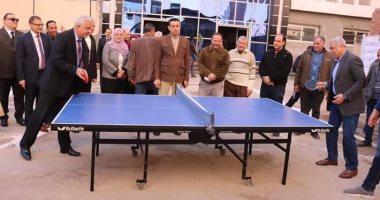 شاهد.. رئيس جامعة المنوفية يلعب تنس طاولة مع أحد أعضاء هيئة التدريس