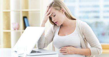 لماذا تصاب بعض النساء الحوامل بالصداع؟