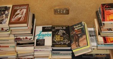 ابنة نجيب محفوظ تهدى وزارة الثقافة 257 كتابًا ومخطوطة لأديب نوبل