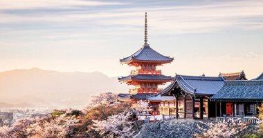 """""""عيلة نصابة"""".. أم يابانية وابنها جمعا 2.5 مليون ين من حجوزات الفنادق"""