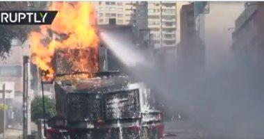 محتجون فى كولومبيا يحرقون مدرعة شرطة بزجاجات المولوتوف.. فيديو