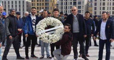 لبنانيون يضعون الزهور على ضريح رفيق الحريرى في الذكرى 15 لاغتياله.. صور