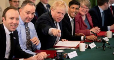 صور.. رئيس وزراء بريطانيا بوريس جونسون يرحب بالحكومة الجديدة