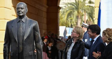 قطع أصابع تمثال الرئيس الفرنسي جاك شيراك بعد 5 أيام من تدشينه في نيس.. صور