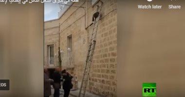 شاهد تجمع أهالى أحد الأحياء فى إيطاليا لإنقاذ قطة.. وكيف انتهت المهمة؟