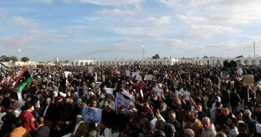 صور.. مئات الليبيين يتظاهرون فى بنغازى رفضا للتدخل التركى