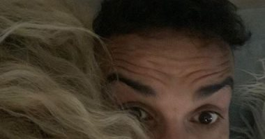 بصورة من وراء شعرها.. أحمد فهمى يهنىء هنا الزاهد بعيد الحب