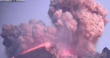 فيديو.. لحظة انفجار بركان فى إندونيسيا لارتفاع 2000 متر