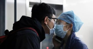 الحب فى زمن الكورونا.. الصينيون يتحدون انتشار الفيروس بالقبلات