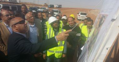 وزير النقل يعطى مهلة شهرا لتنفيذ المرحلة الأولى من محور بديل خزان أسوان