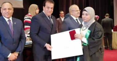 وزير التعليم العالى باحتفالية تكريم العلماء: الدولة متعهدة برعاية العلم
