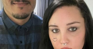أماندا بينز تظهر بصحبة خطيبها لأول مرة بعد أيام من خطبتها