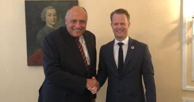 وزير الخارجية يبحث العلاقات الثنائية والقضايا المشتركة مع نظيره الدنماركى