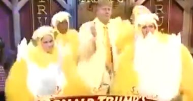"""تداول فيديو نادر لـ""""ترامب"""" خلال مشاركته فى إعلان لمطعم أجنحة دجاج"""