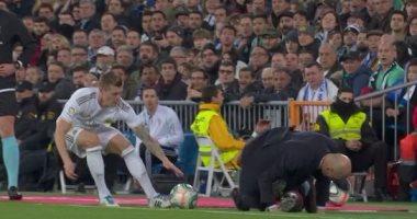 """ريال مدريد ضد سلتا فيجو.. سقوط كوميدي لزيدان بعد تدخل قوي """"فيديو"""""""