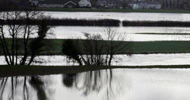 """شاهد.. لقطات جوية لفيضانات عاصفة """"دينيس"""" في بريطانيا"""